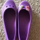 クロックス*紫のバレエシューズ